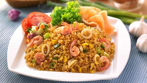 Nasi goreng, la base della cucina indonesiana