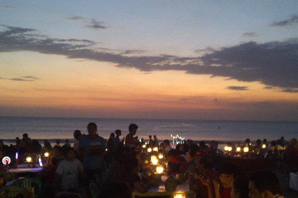 cena in spiaggia a bali